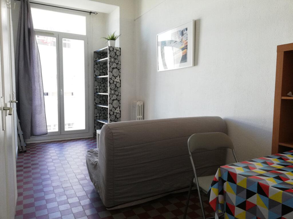 Appartement à louer 1 17m2 à Toulon vignette-1