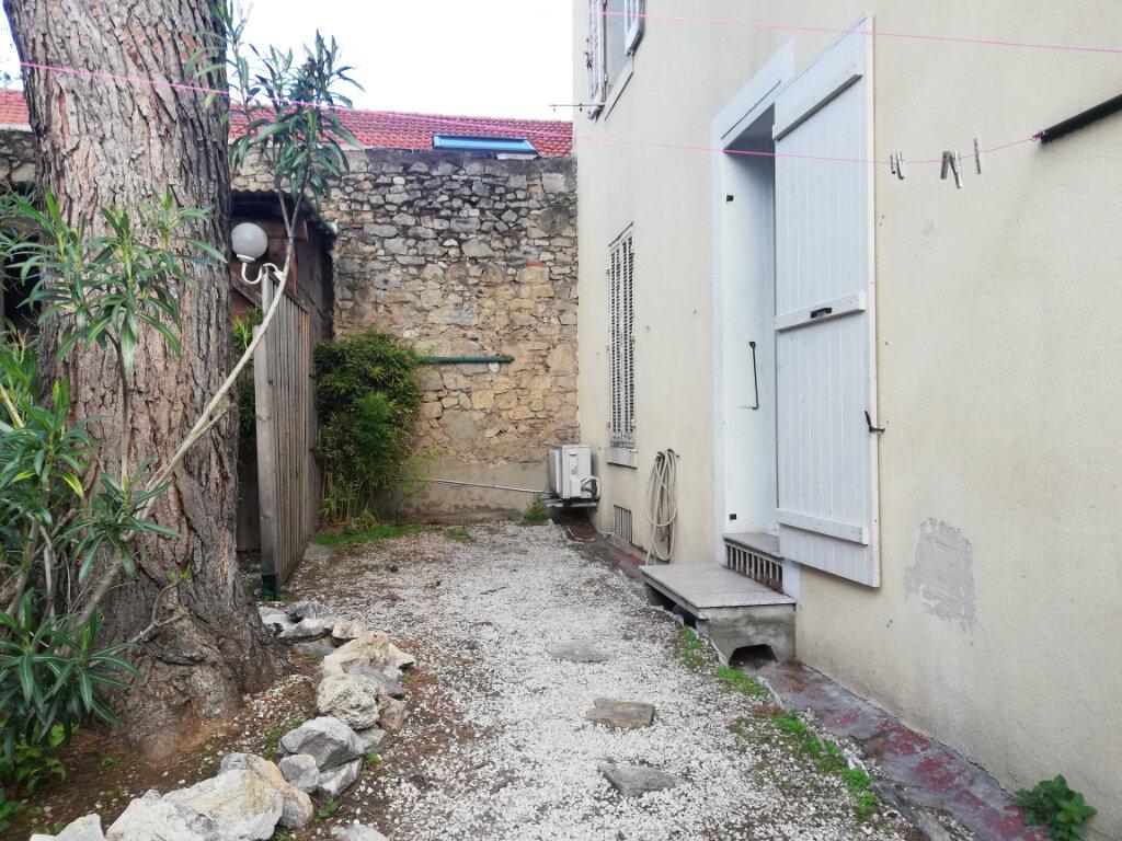 Appartement à louer 2 45m2 à Toulon vignette-4