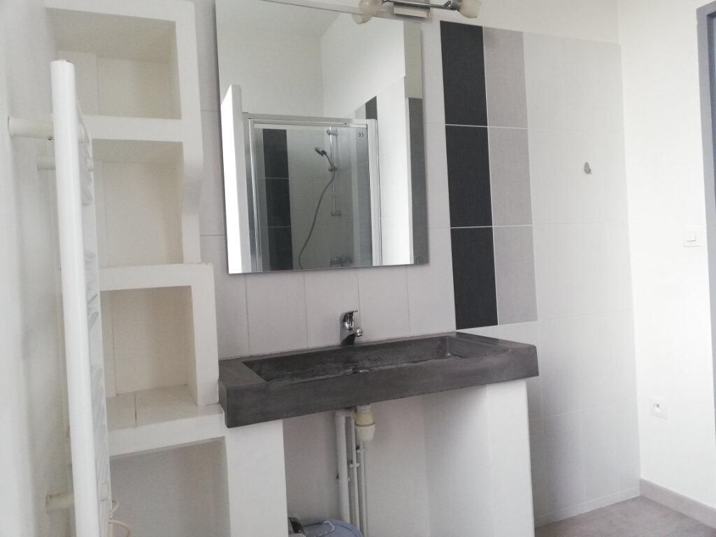 Appartement à louer 2 45m2 à Toulon vignette-6