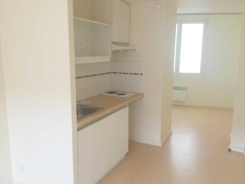 Appartement à louer 1 29m2 à La Madeleine vignette-2