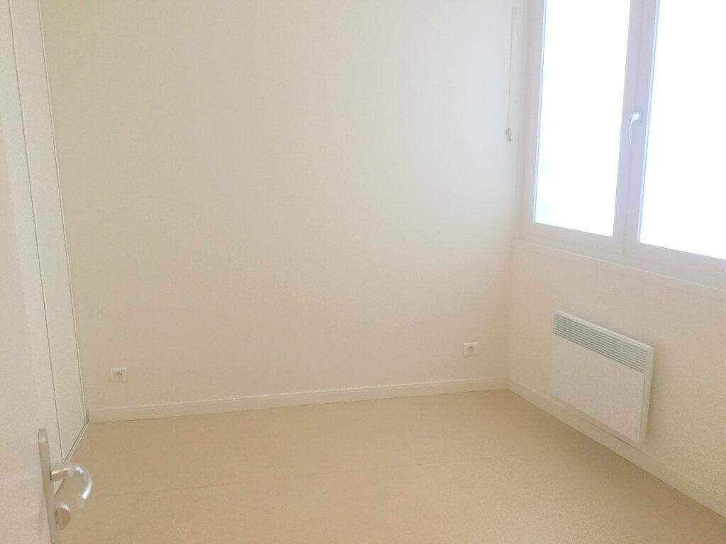 Appartement à louer 1 29m2 à La Madeleine vignette-3
