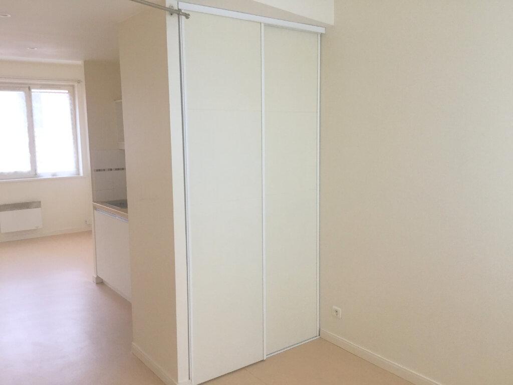 Appartement à louer 1 29m2 à La Madeleine vignette-4
