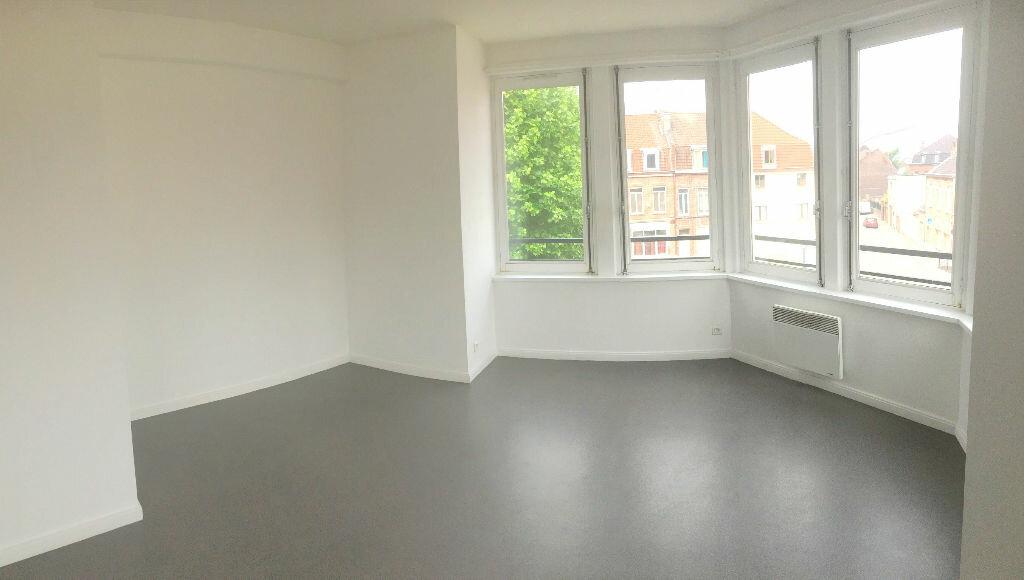 Appartement à louer 2 44m2 à La Madeleine vignette-1