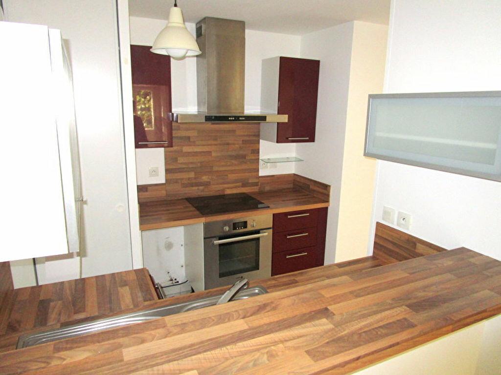 Appartement à louer 3 55m2 à Lille vignette-2