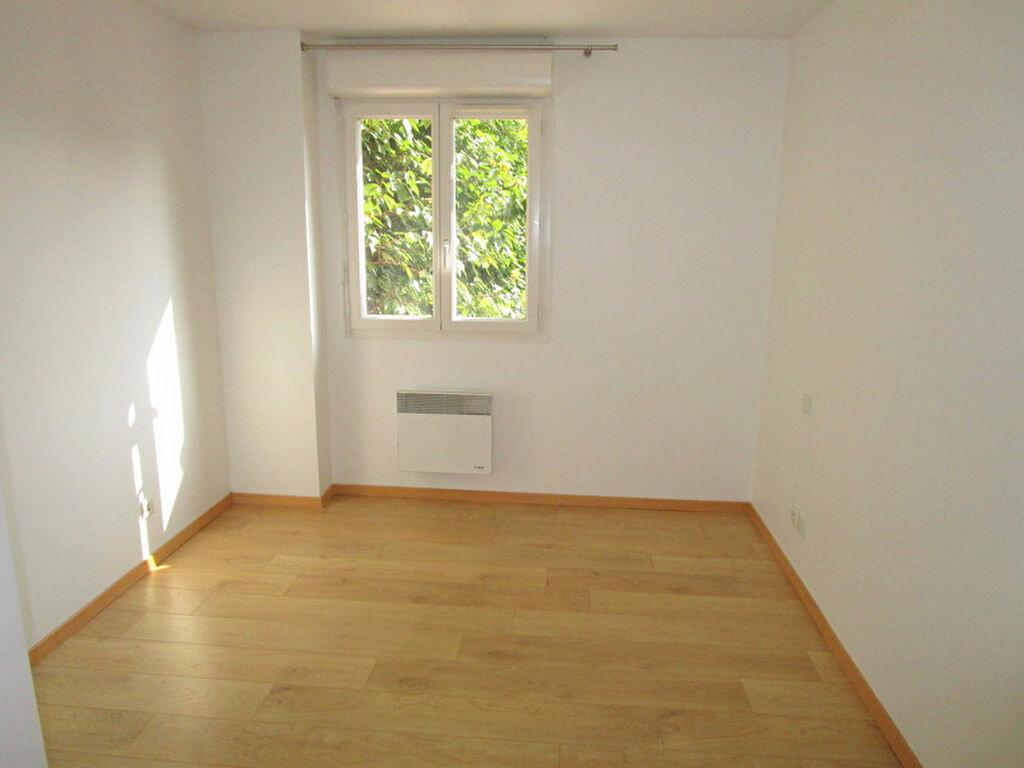 Appartement à louer 3 55m2 à Lille vignette-3