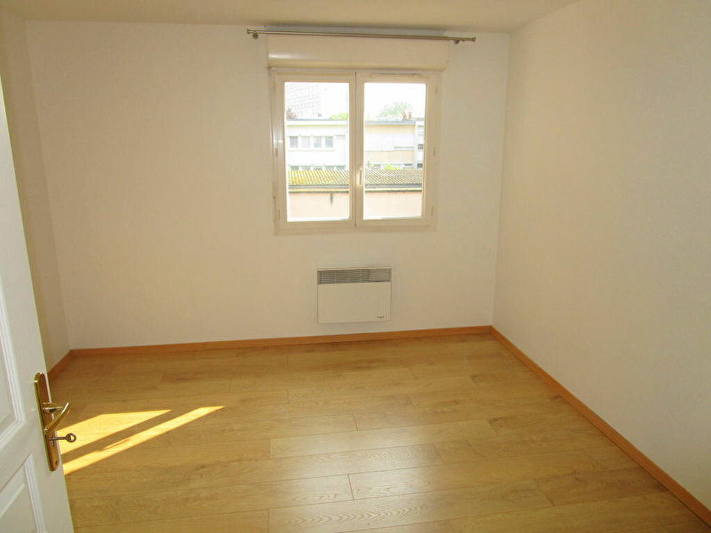 Appartement à louer 3 55m2 à Lille vignette-6