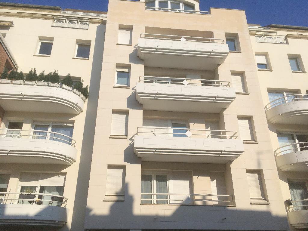 Appartement à louer 1 19m2 à La Madeleine vignette-1