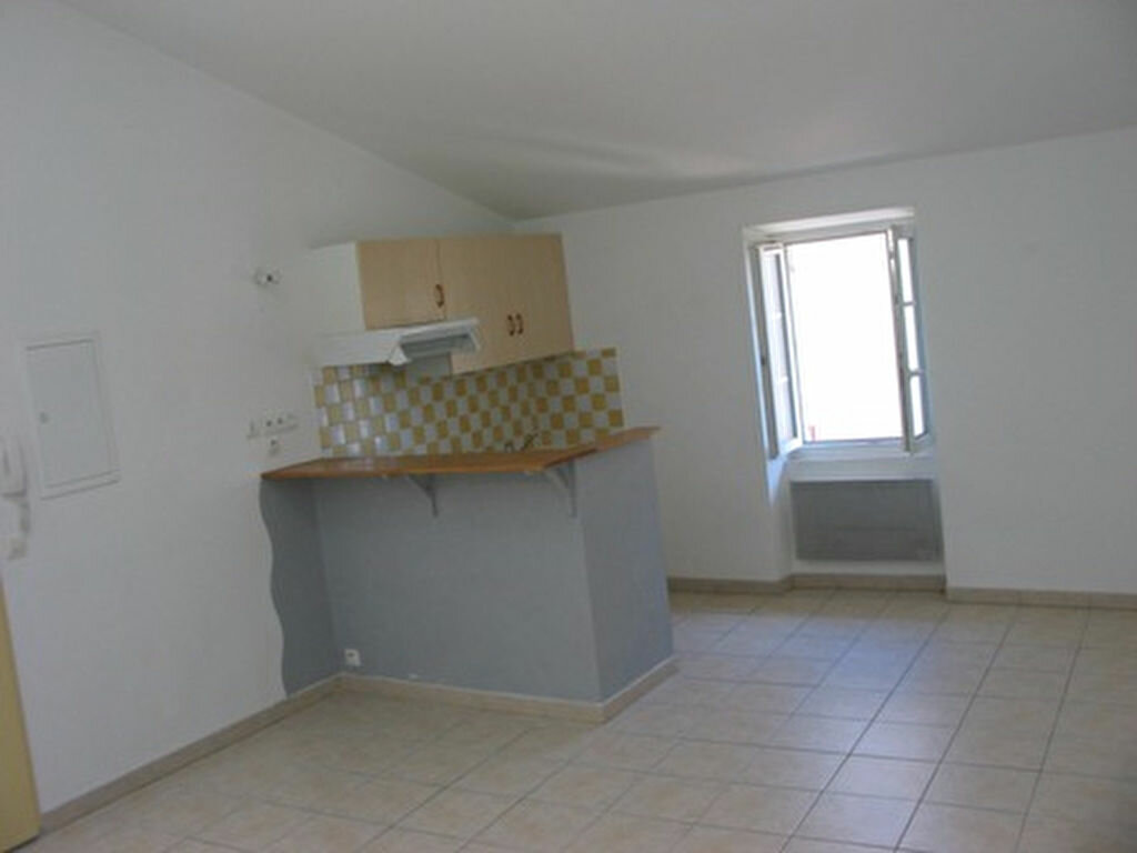 Appartement à louer 3 60m2 à Cadenet vignette-1