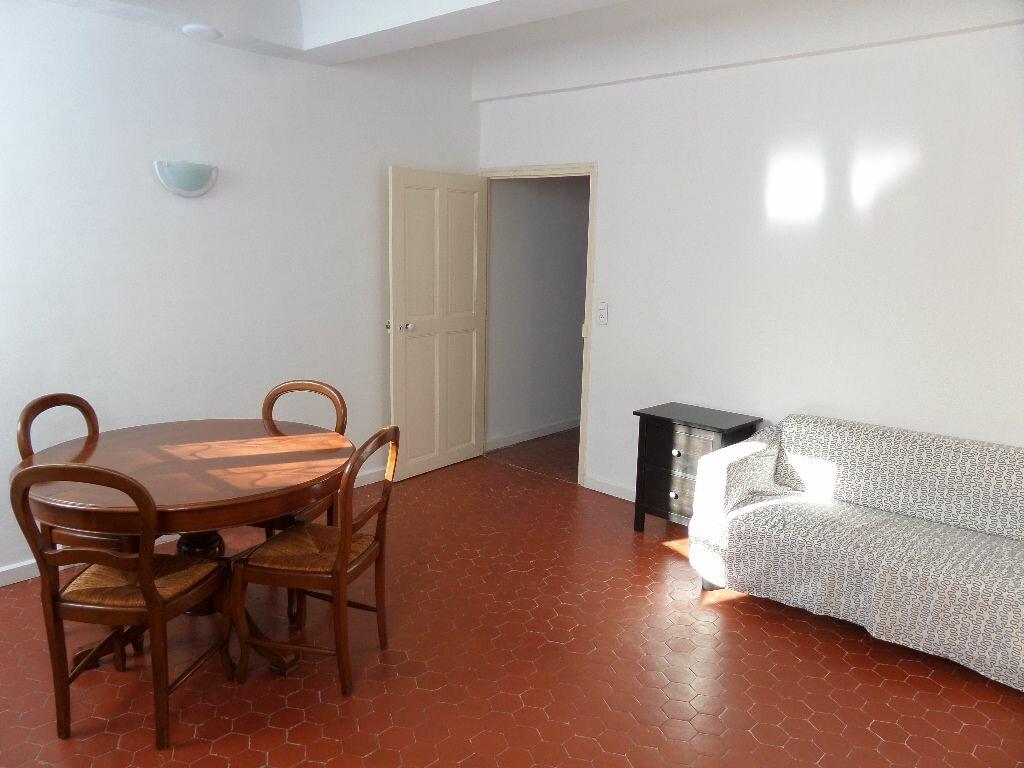 Appartement à louer 2 40m2 à Le Puy-Sainte-Réparade vignette-1