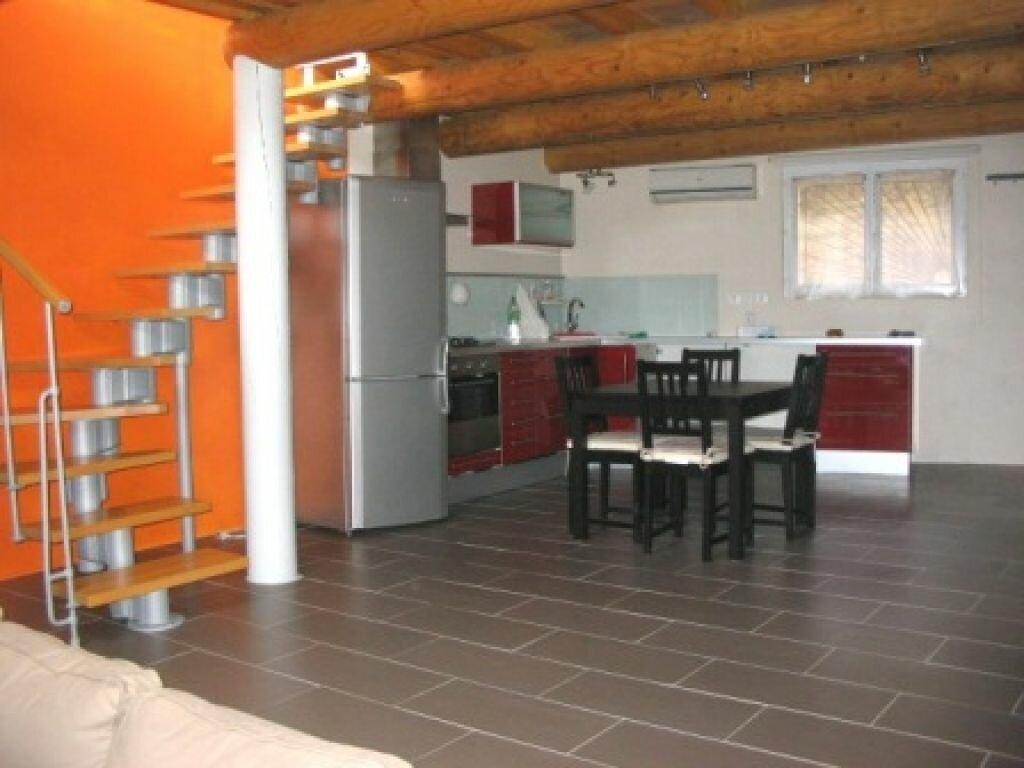Appartement à louer 2 50m2 à Lauris vignette-1