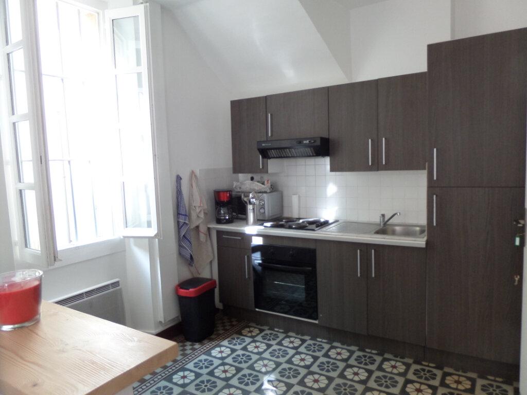 Appartement à louer 1 24.2m2 à Cadenet vignette-3