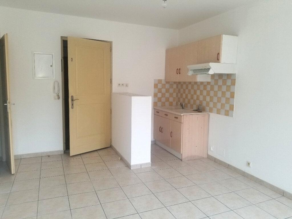 Appartement à louer 2 32m2 à Cadenet vignette-2