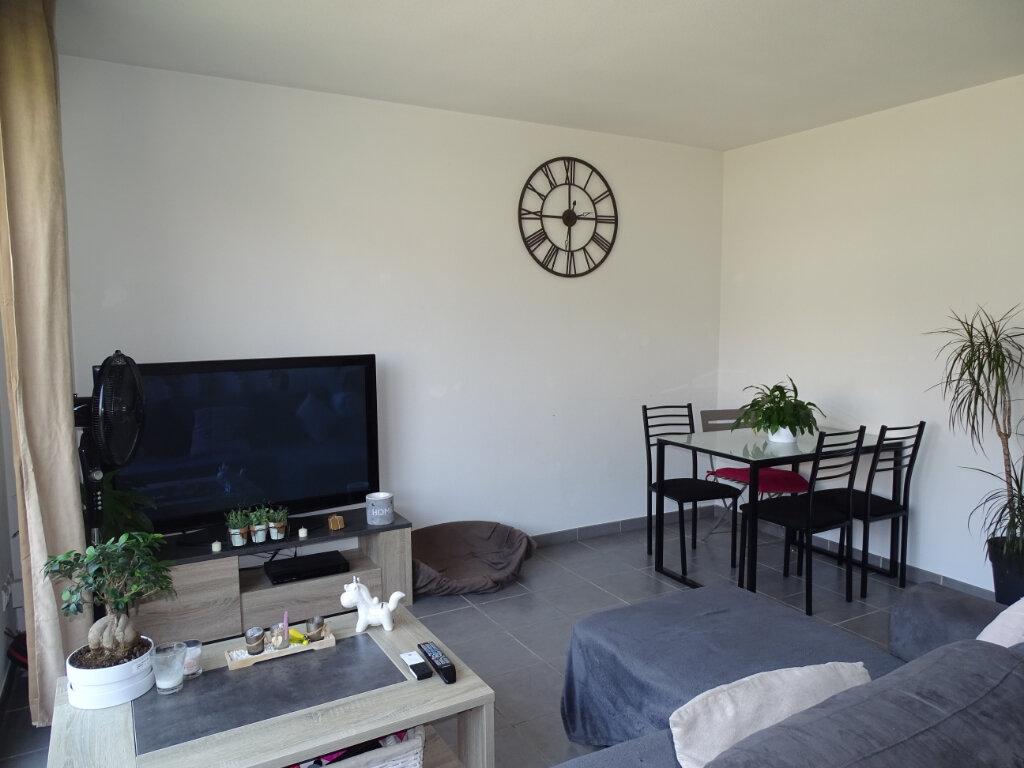 Appartement à louer 2 46m2 à Cadenet vignette-2