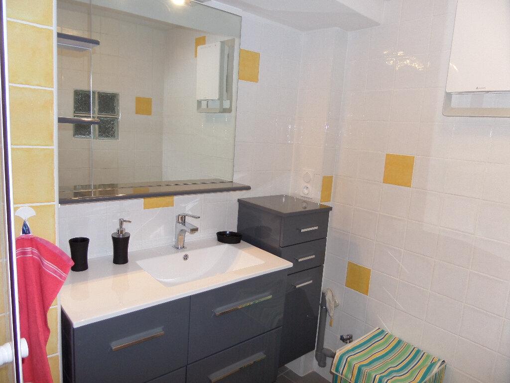 Appartement à louer 1 24m2 à Vaugines vignette-3