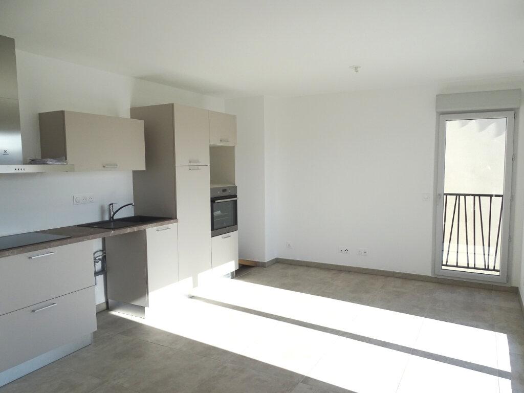 Appartement à louer 3 58.28m2 à Cadenet vignette-2