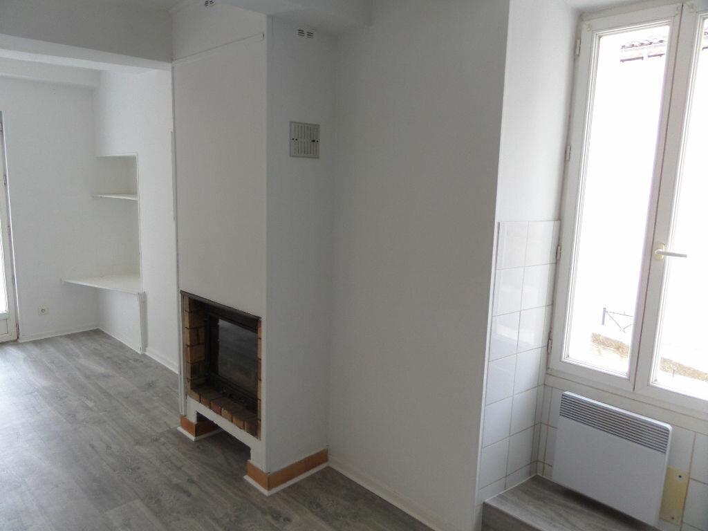 Appartement à louer 4 68m2 à Cadenet vignette-2