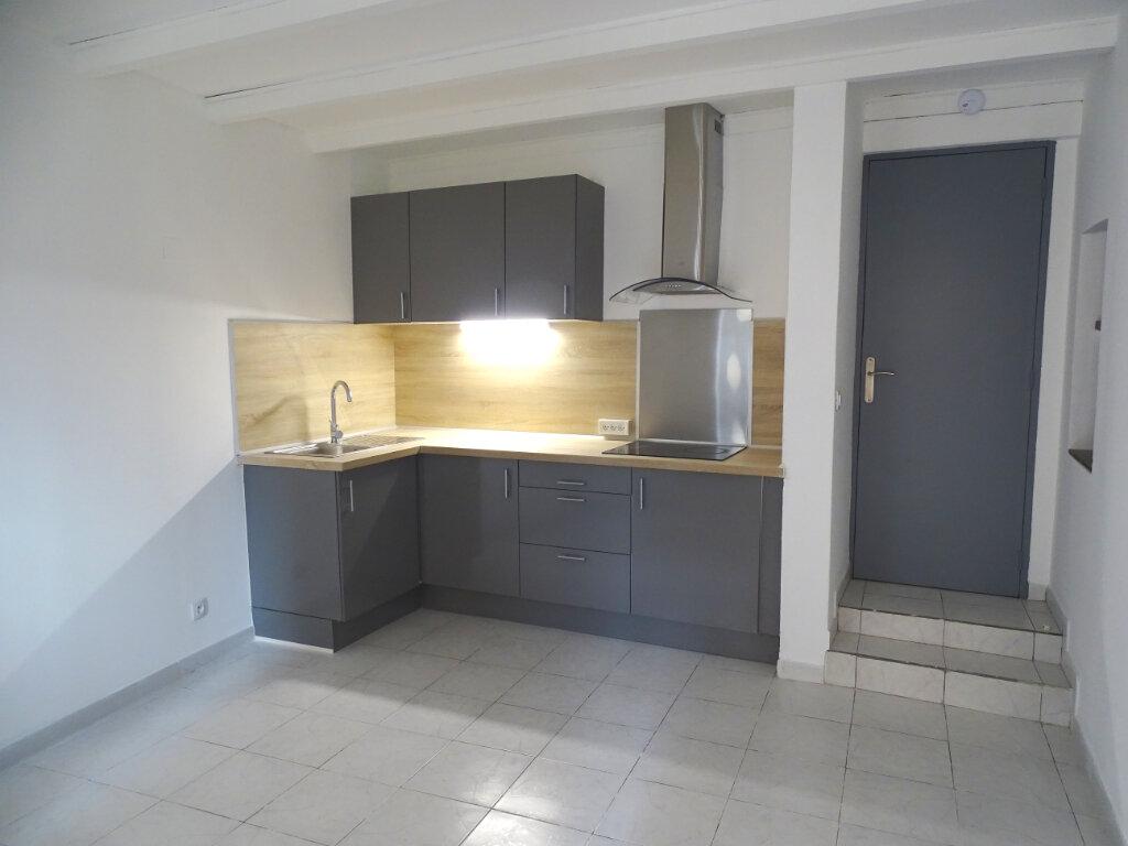 Appartement à louer 2 34m2 à Cadenet vignette-1