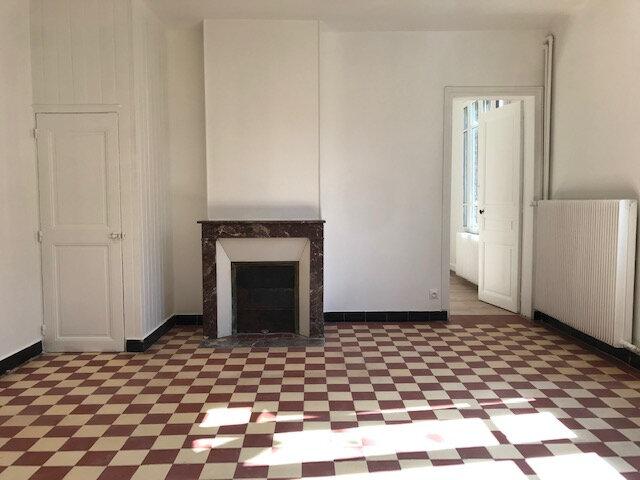 Maison à louer 5 130m2 à Chevincourt vignette-3