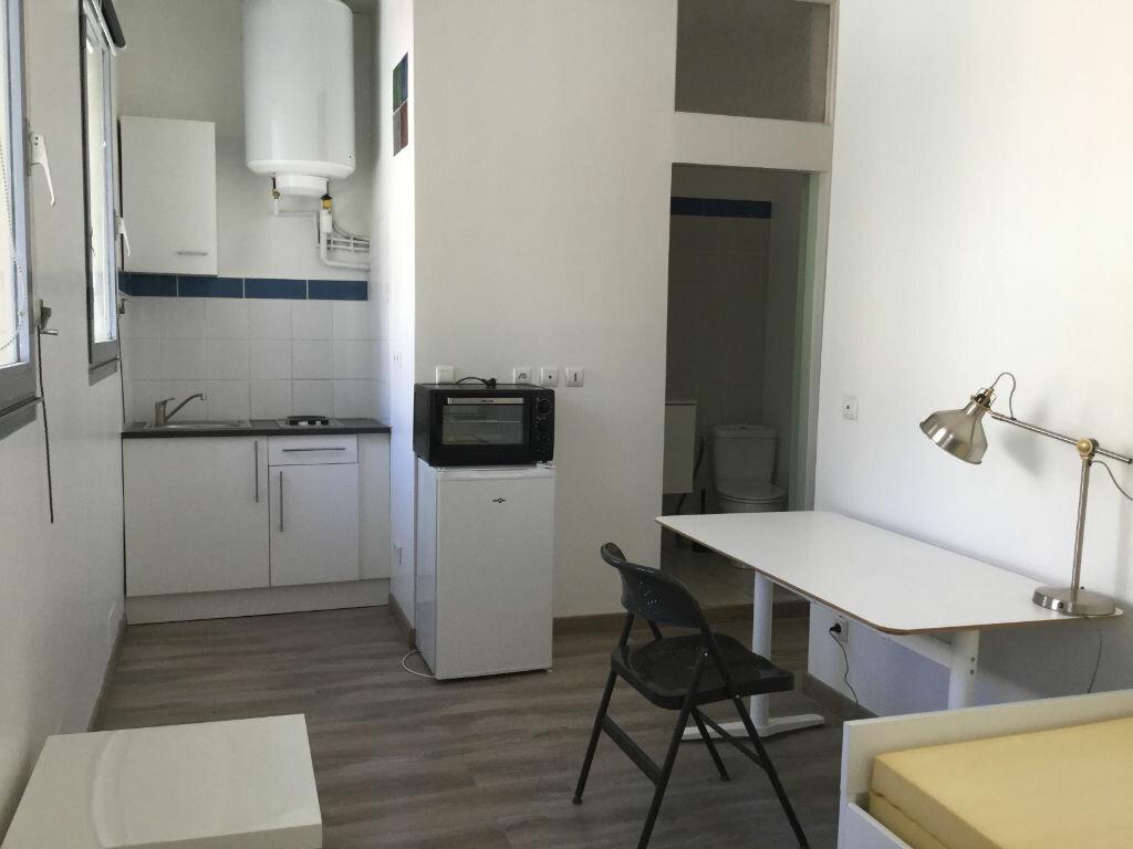 Appartement à louer 1 18m2 à Toulon vignette-2