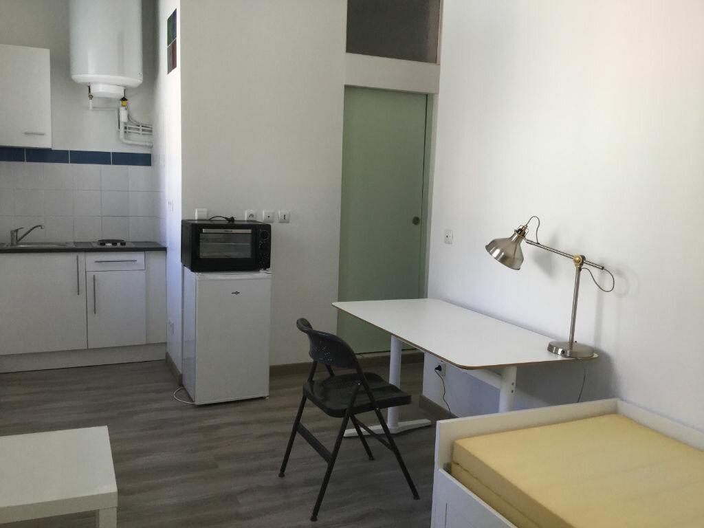Appartement à louer 1 18m2 à Toulon vignette-3