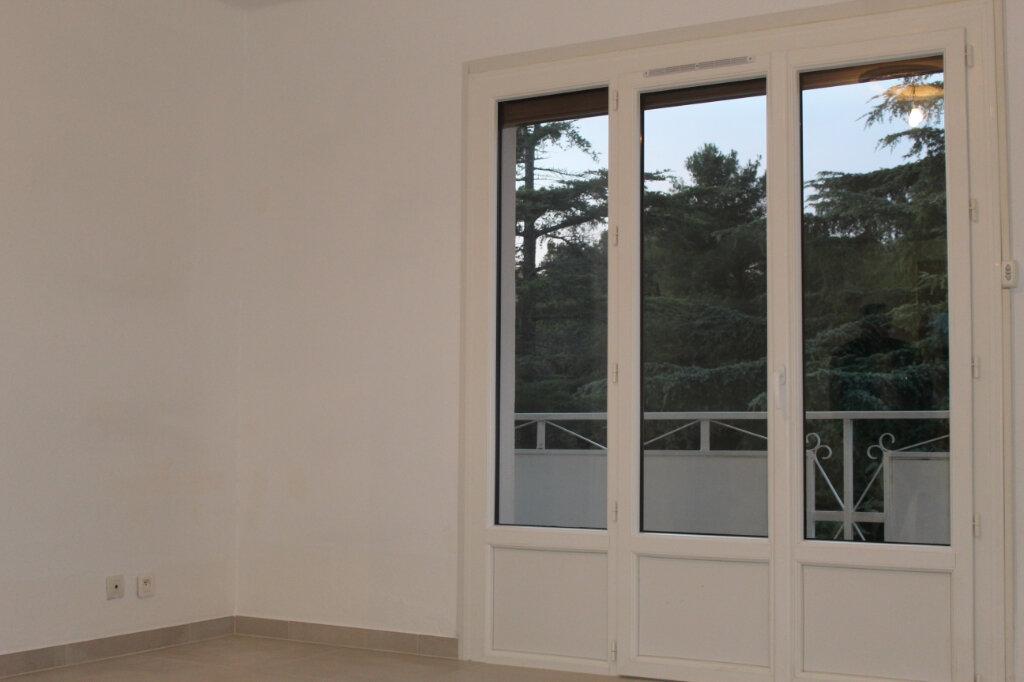 Appartement à louer 3 65m2 à Le Pradet vignette-1