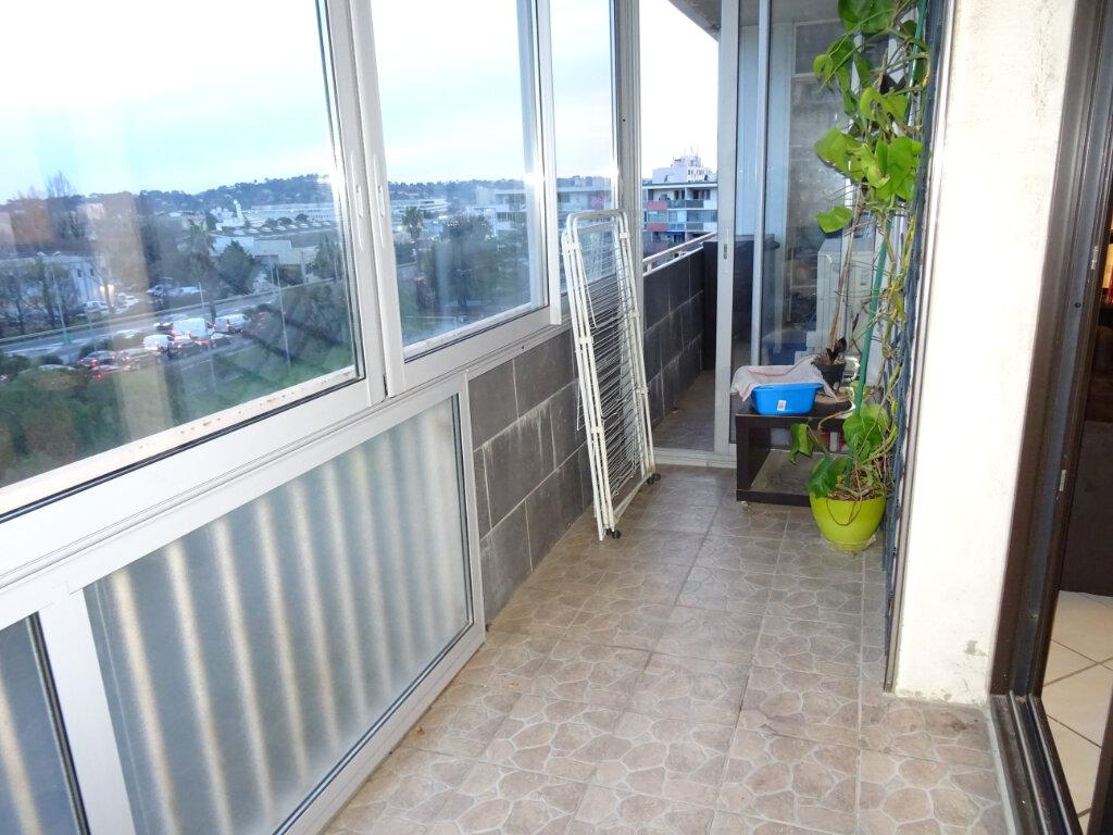 Appartement à louer 3 56m2 à Toulon vignette-3