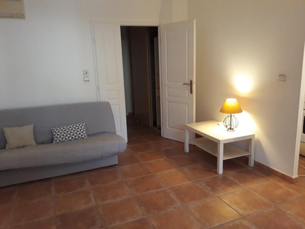 Appartement à louer 1 27.33m2 à Toulon vignette-2