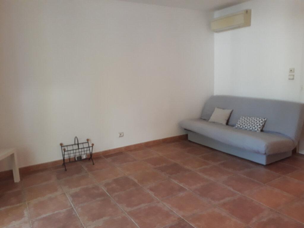 Appartement à louer 1 27.33m2 à Toulon vignette-3