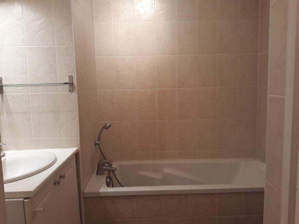 Appartement à louer 1 27.33m2 à Toulon vignette-8