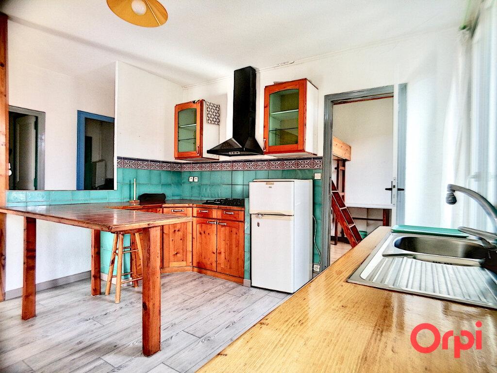 Appartement à louer 3 65m2 à Prades vignette-3