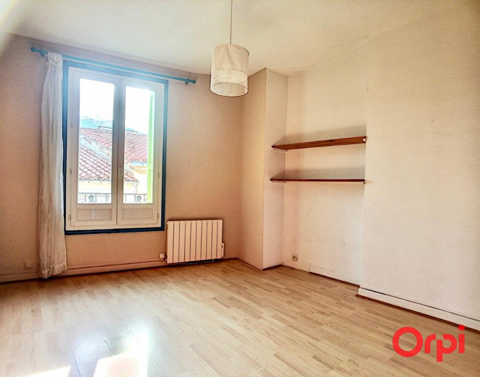 Appartement à louer 3 65m2 à Prades vignette-4