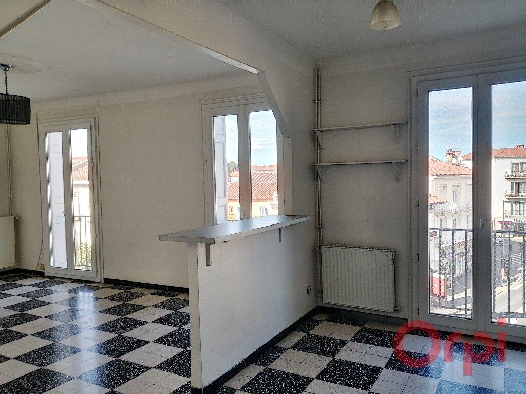 Appartement à louer 3 70.92m2 à Perpignan vignette-3
