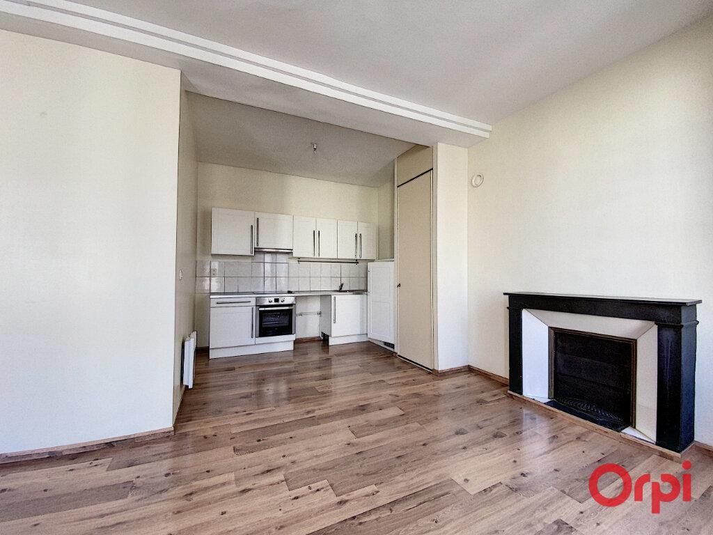 Appartement à louer 3 62.42m2 à Perpignan vignette-2