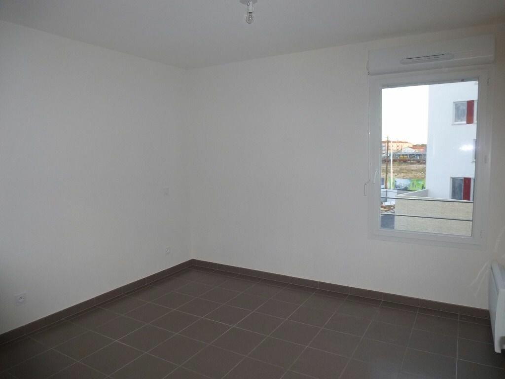 Appartement à louer 3 63.84m2 à Perpignan vignette-6