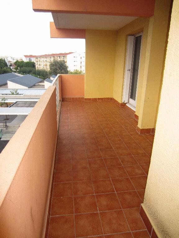 Appartement à louer 4 73.94m2 à Perpignan vignette-1