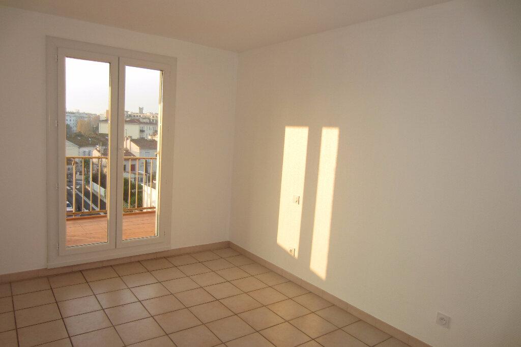 Appartement à louer 4 73.94m2 à Perpignan vignette-3