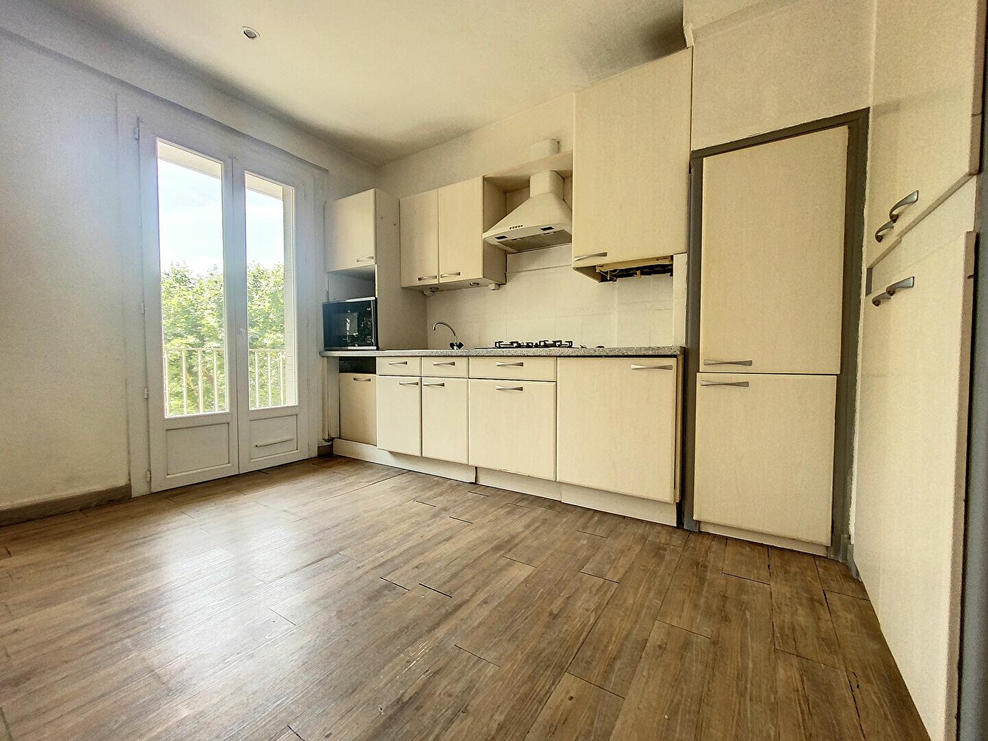 Appartement à louer 3 72.09m2 à Perpignan vignette-2