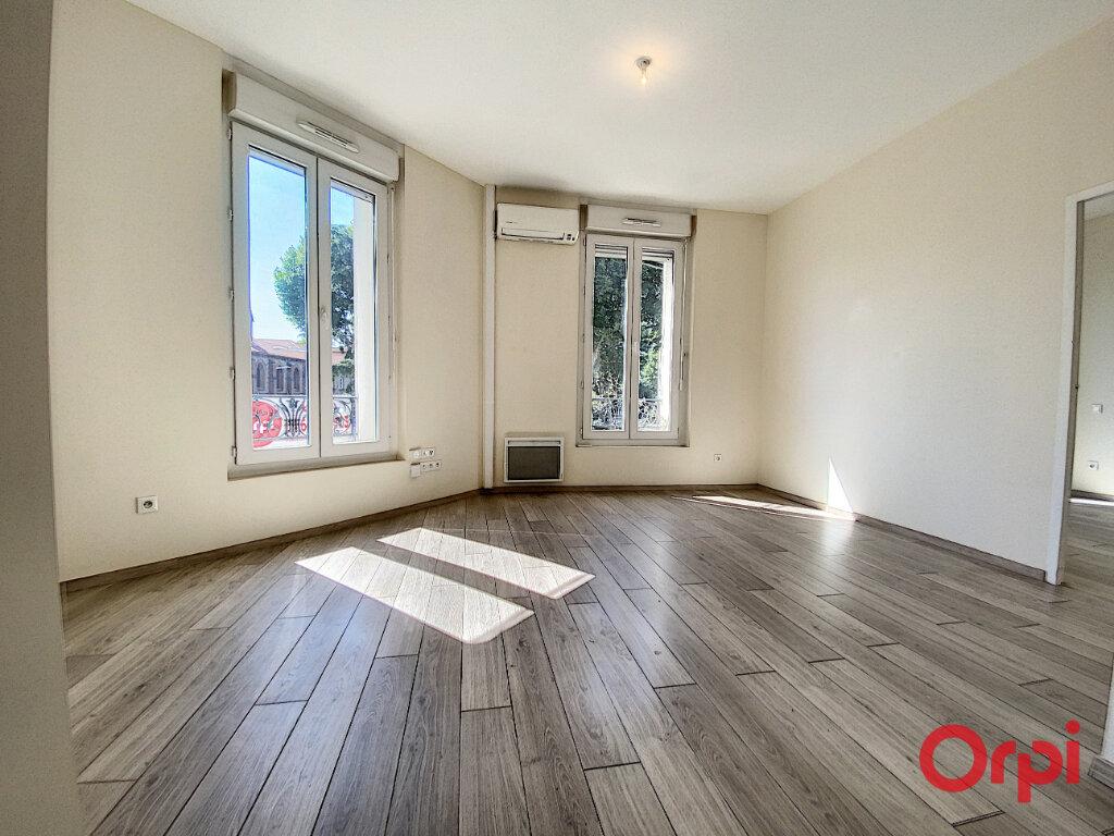 Appartement à louer 3 70.15m2 à Perpignan vignette-1