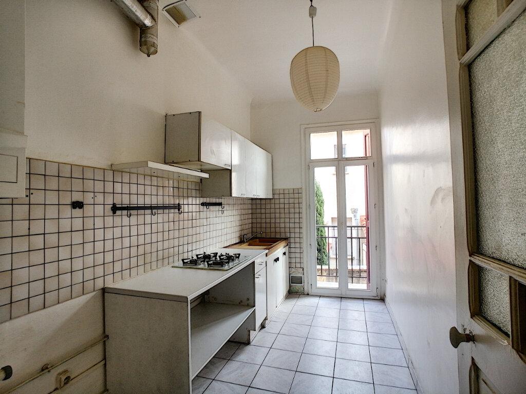 Appartement à louer 3 49.98m2 à Perpignan vignette-3