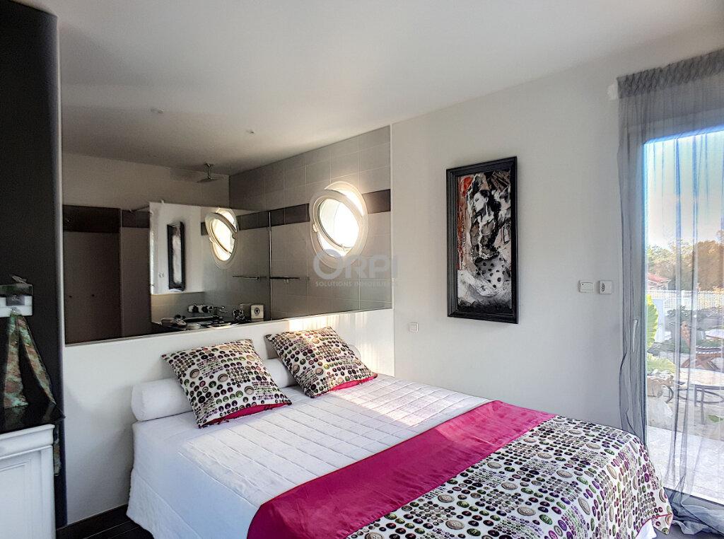Maison à vendre 5 153m2 à Rigarda vignette-6