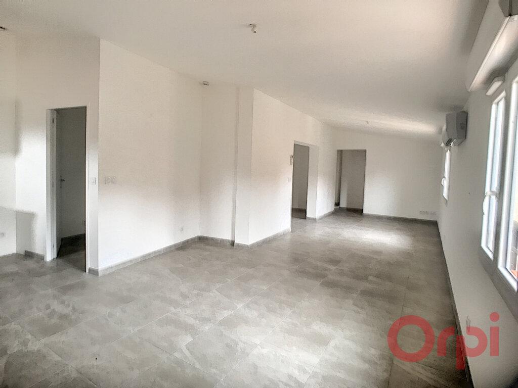 Appartement à louer 3 73.85m2 à Thuir vignette-2