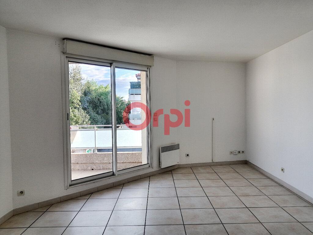Appartement à louer 3 55.91m2 à Perpignan vignette-2