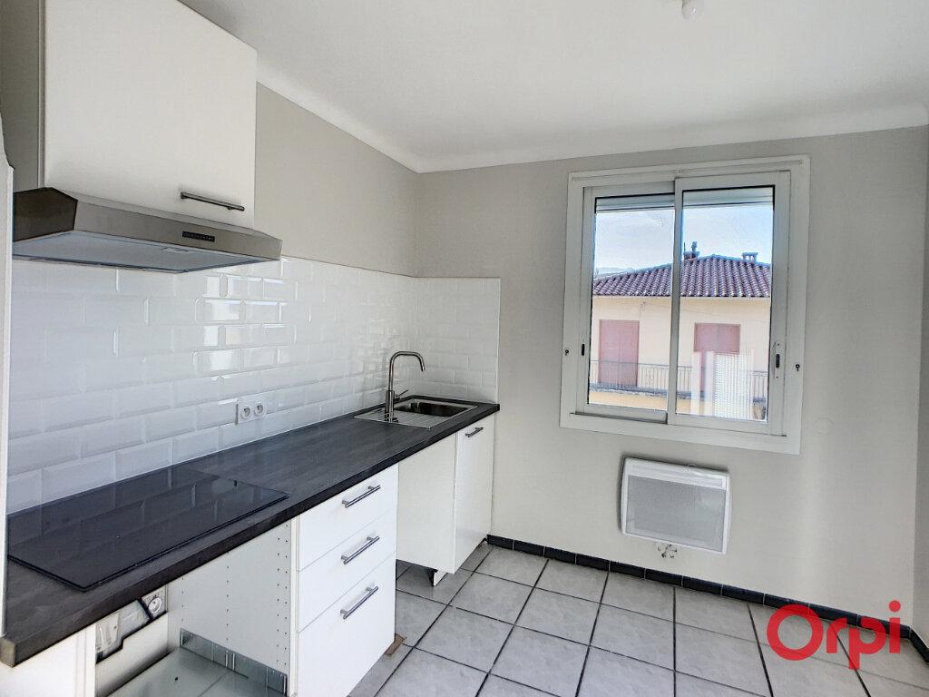 Appartement à louer 3 68.9m2 à Prades vignette-2