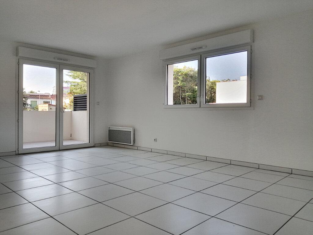 Appartement à louer 3 72.89m2 à Perpignan vignette-3