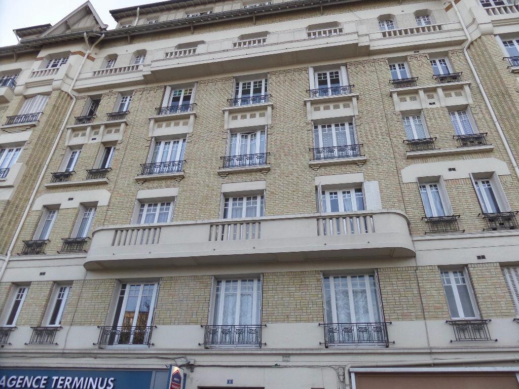 Appartement à louer 1 12m2 à Enghien-les-Bains vignette-1