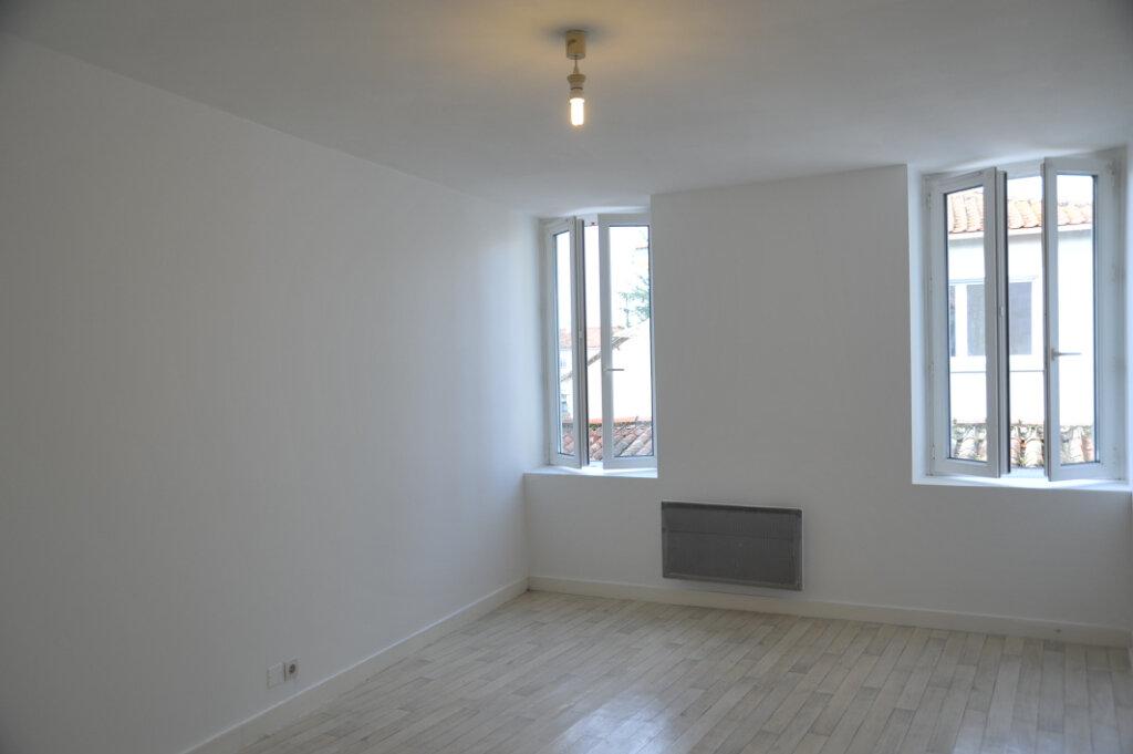 Maison à louer 4 78m2 à Surgères vignette-1