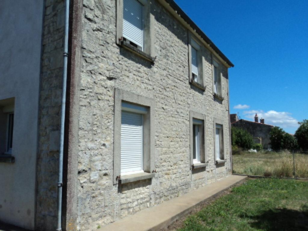 Maison à louer 4 107m2 à Saint-Mard vignette-1
