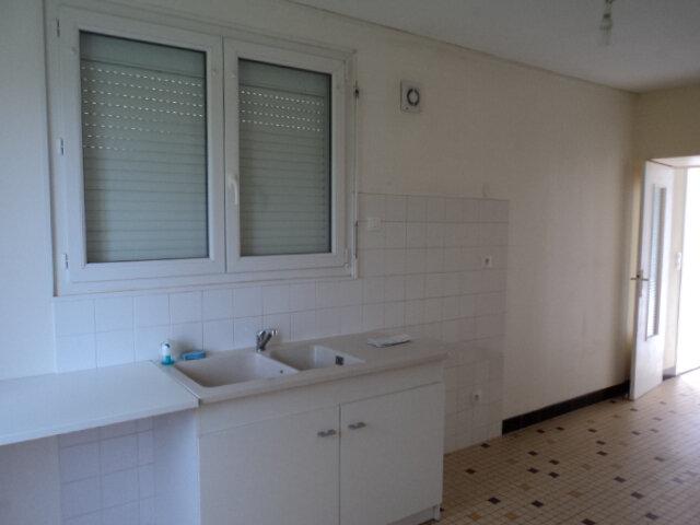 Maison à louer 4 107m2 à Saint-Mard vignette-2