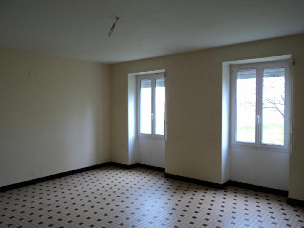 Maison à louer 4 107m2 à Saint-Mard vignette-3