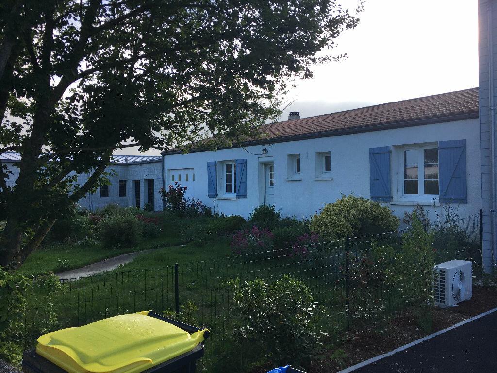 Maison à louer 4 91.6m2 à Dompierre-sur-Mer vignette-1